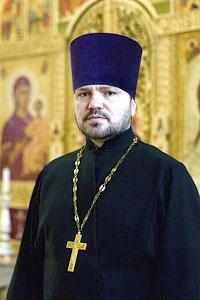 Священник Виктор Праздничный