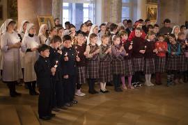 На панихиде присутствовали учащиеся Свято-Димитриевской школы