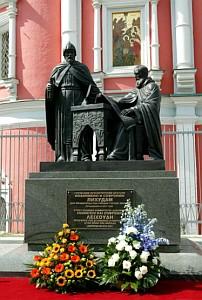 Памятник братьям Лихудам