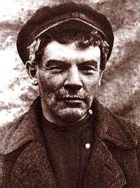 Ленин в парике и кепке