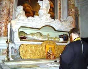 Мощи св. Иоанна Милостивого в церкви Сан Дживанни ин Брагора