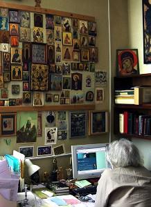 М.А. Журинская за рабочим столом