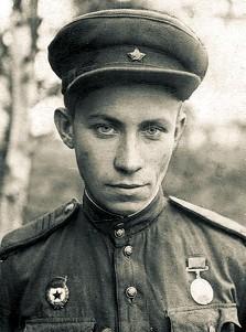Ю.К. Авдеев на фронте. 1942 г.
