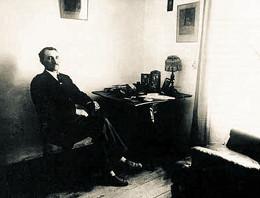 А. С. Грин в рабочем кабинете. 1920 г.