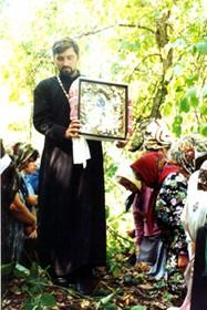 Молебен на месте разрушенного Матвеевского скита. 1999 год