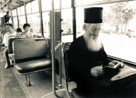 Патриарх Павел в трамвае