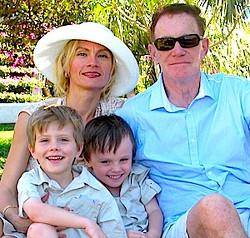 Семья Джона и Светланы Магдейд