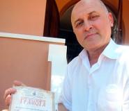 В. М. Петровский с грамотой от Свято-Николаевского собора. Брисбен. Австралия. 2013