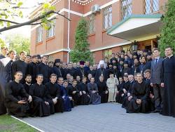 Поздравление преподавателями и студентами КДАиС Блаженнейшего Митрополита Киевского и всея Украины Владимира