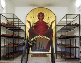 Тюрьма Аюд, икона новомученикам Румынским и их останки