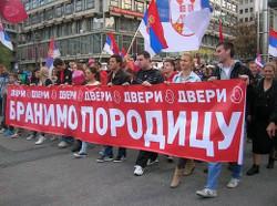 Мирное шествие против гей-парада в Белграде