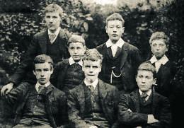 Гилберт (в центре) в Клубе Дебатов, 1891 г.