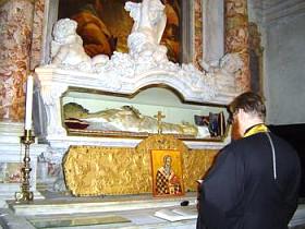 Православный молебен у мощей св.Иоанна Милостивого в церкви Сан Дживанни ин Брагора