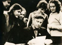 Писатель В. Быков и его читатели