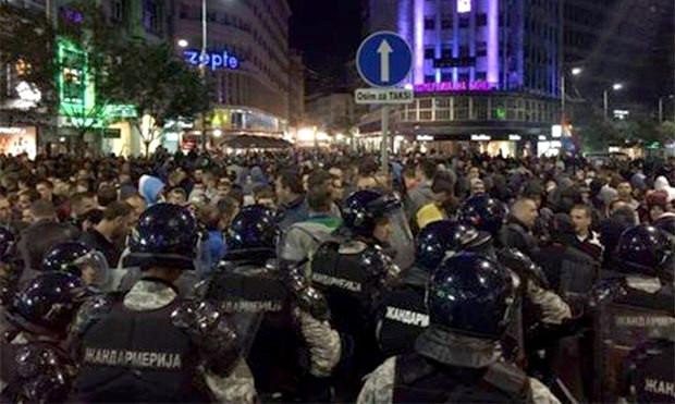 Субботние протесты против проведения гей-парада в Белграде