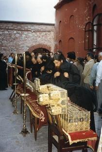 Во время всенощного бдения в монастыре Григориат. Начало 1990-х годов