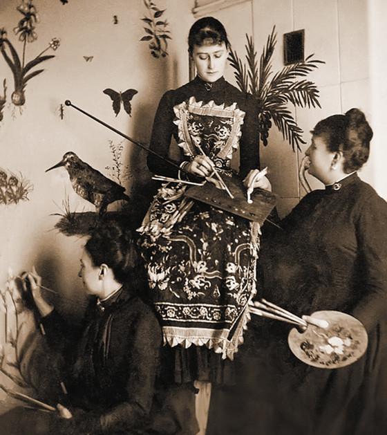 Великая княгиня Елизавета Федоровна за занятиями живописью