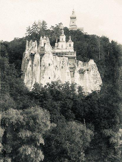Древняя святыня обители — храм святителя Николая на меловой скале