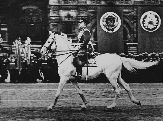 Маршал Советского Союза Г.К. Жуков принимает Парад Победы 1945 г.
