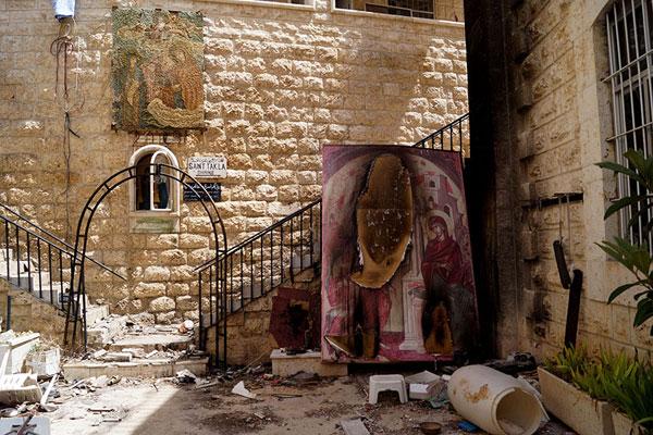 Маалюля. Монастырь св. Фёклы. Внутренний двор после выхода боевиков из поселка
