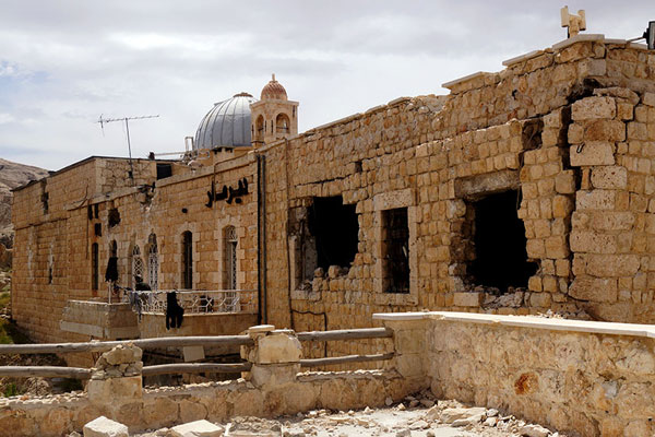 Маалюля. Древний монастырь Св. Сергия и Вакха, из которого армии пришлось выбивать боевиков с помощью тяжелого вооружения