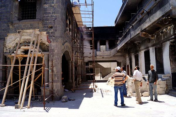 Хомс. Рабочие восстанавливают одну из древнейших христианских церквей мира — церковь Пояса Богородицы, пострадавшую в результате боев