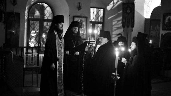 Наместник Высоко-Петровского монастыря игумен Петр Еремеев совершает монашеский постриг о. Константина