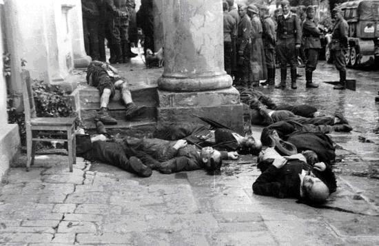Убитые немцами мирные жители Житомира. 1941 г.
