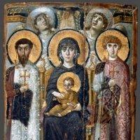 Богородица с предстоящими святыми Феодором и Георгием. VI век. Монастырь св. Екатерины. Синай