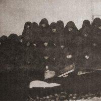 Монахини обители Богородицы Помощницы на погребении духовника, прп. Анфима Хиосского