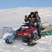 Отец Максим всех возит по станции и по острову. Зимой единственное средство передвижения — снегоход