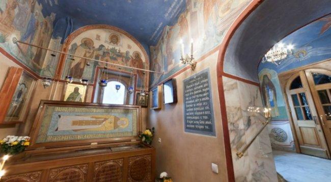 Храм святитель Николая в Кленниках, мощи праведного Алексия Московского.