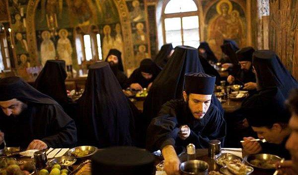 Православные монахи на Афоне