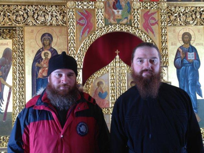 Настоятель храма иеромонах Вениамин Мальцев (справа) и автор статьи диакон Максим Герб