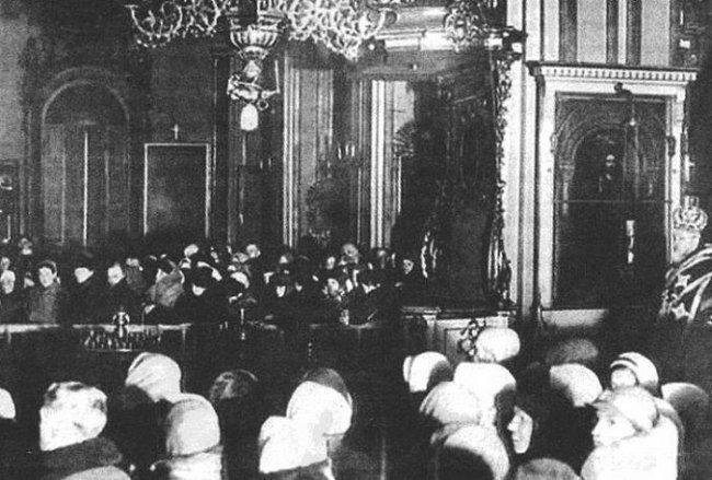 Служба в Никольском соборе блокадного Ленинграда
