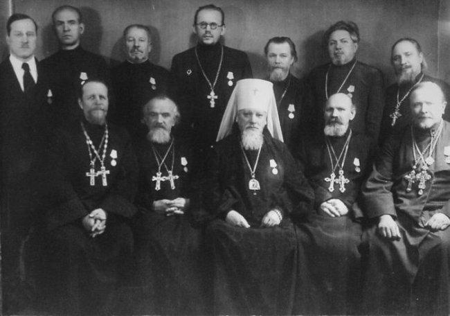 Митрополит Алексий (Симанский) и священнослужители, награжденные медалями «За оборону Ленинграда»