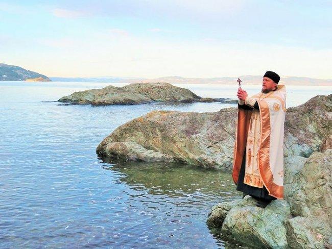 Традиционное освящение вод Норвежского моря