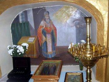 Ниша в храме, где почивали мощи св. Макария