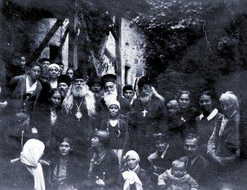 С прихожанами в Болгарии