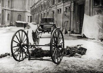 Остатки кареты великого князя Сергея Александровича после взрыва. 1905 г.