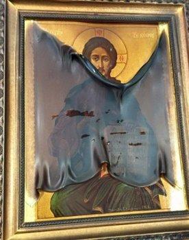 Икона Спасителя уцелела при пожаре