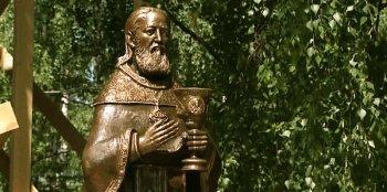 Памятник св. прав. Иоанну Кронштадтскому в Москве