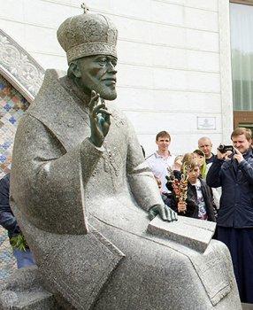 Памятник Митрополиту Владимиру